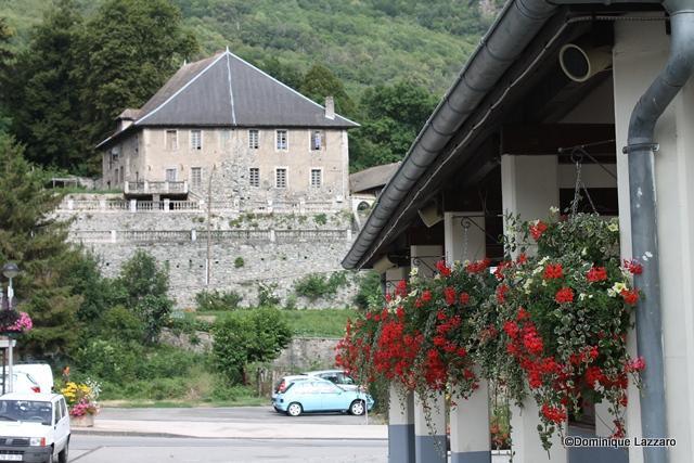 1__village__Dom. L__0812__Le Chatelet vu de la Mairie