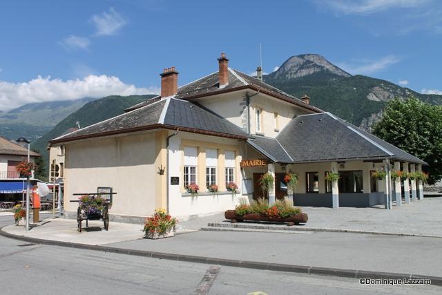 1__village__Dom.L__0910__La Mairie fleurie