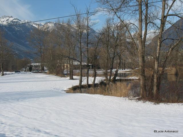1__village__L.A.__1210__le lac ennneigé-001