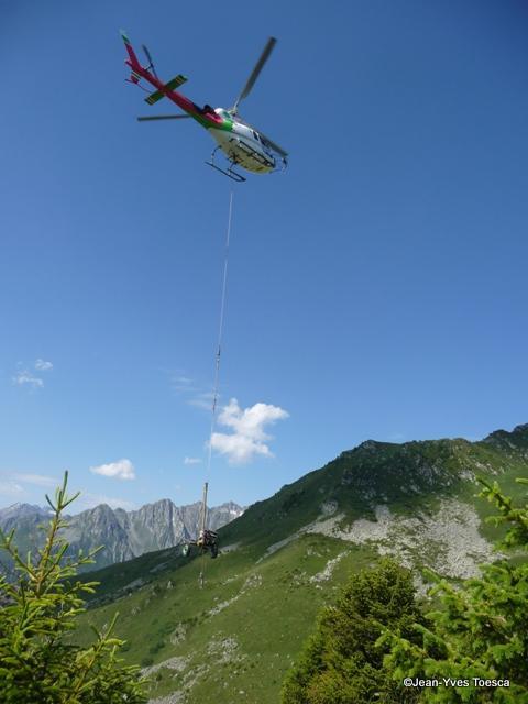 1__vie_commune__JYT__0712__Travaux avec hélicoptère  paravalanches