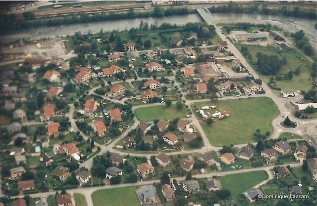 1__village__Dom.L__0910__vue aérienne Commune